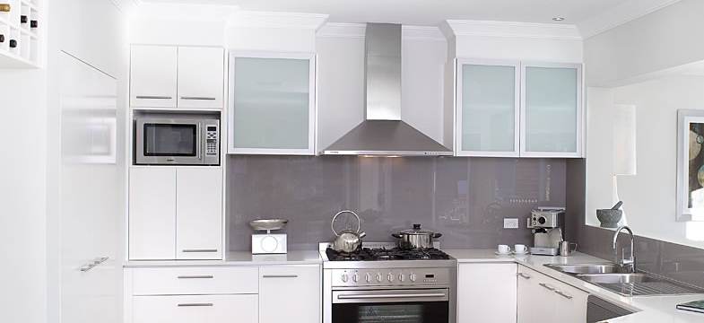 Contemporary | Why White Kitchens Work